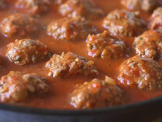 Cocinar a fuego medio por 15-20 minutos dando vuelta de vez en cuando hasta que estén bien cocidas.